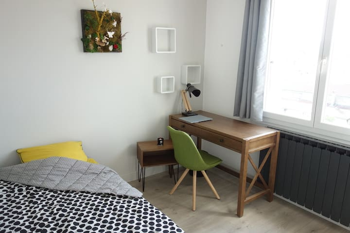 Quiet Room in stylish flat in center of Valence