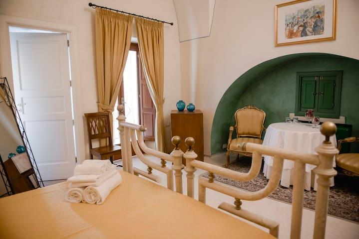 """Camera degli Aranci in """"Corte Baldi"""""""
