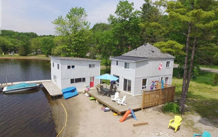 Beautiful Lakehouse w/Guesthouse in Kawartha Lakes