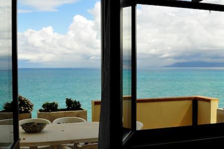 Appartamento in riva al mare - Briatico