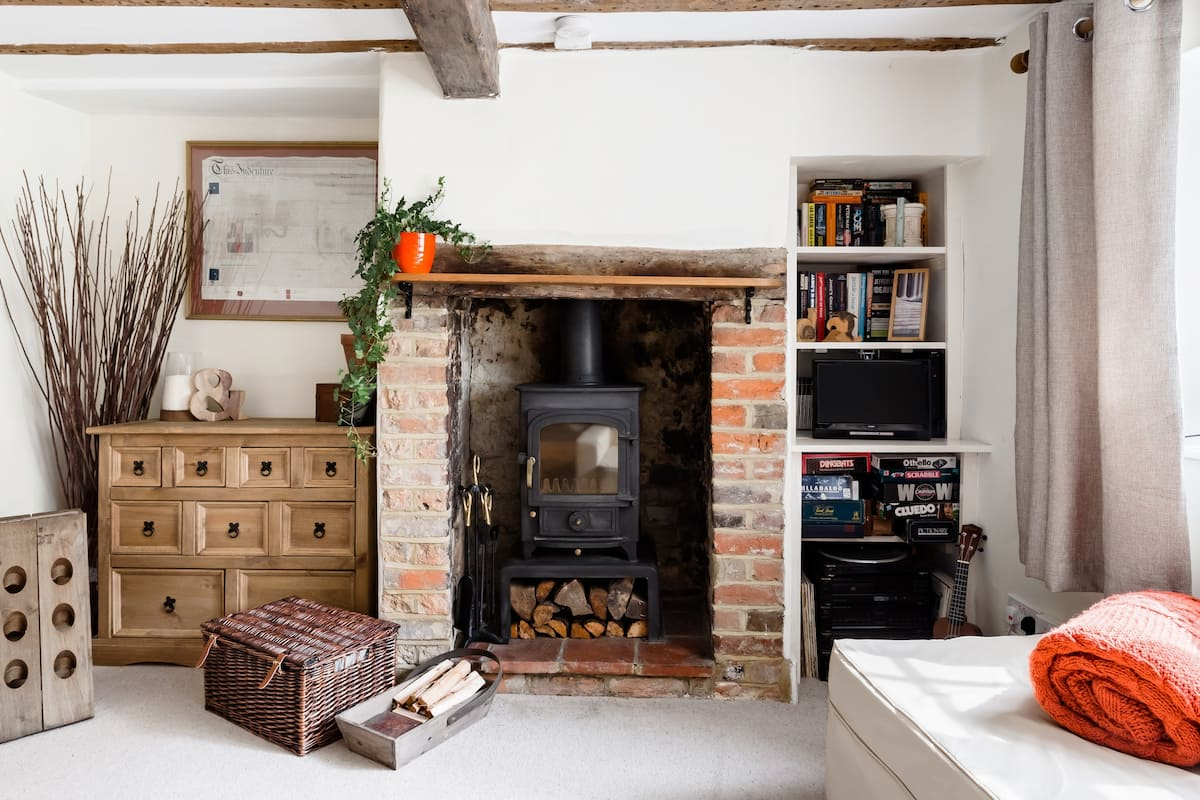 Cute, Cosy & Convenient C17th Country Cob Cottage