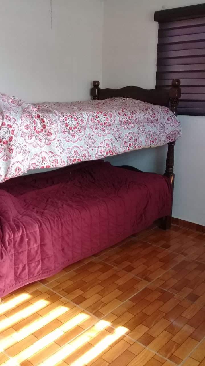Céntrica habitación para 2 con camas individuales