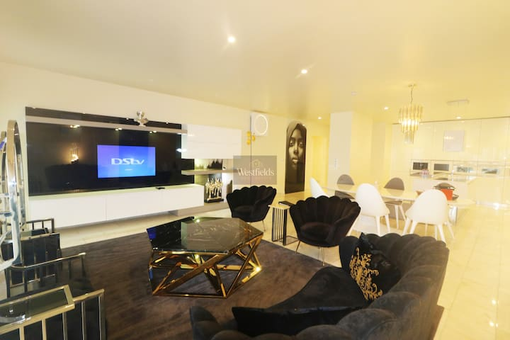 Elegant 3 Bedroom Apartment in Airport Residential