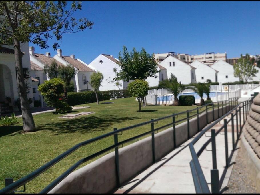 jardines comunes y piscina