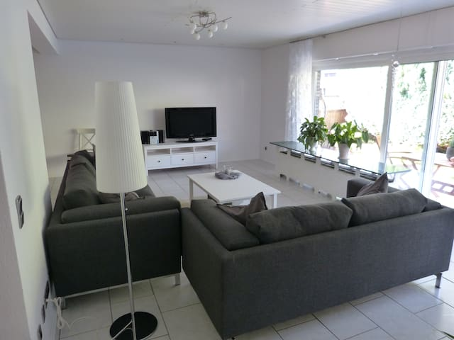 Große helle gemütliche Wohnung, ruhig und zentral - Voerde (Niederrhein) - Leilighet