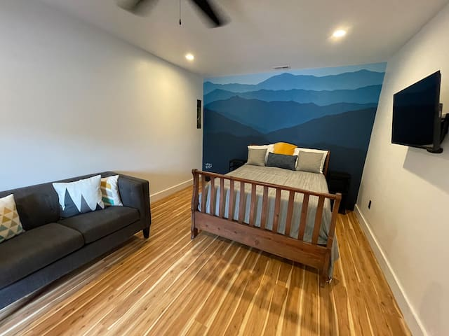 Your studio features a beautiful Mural of Mount Tenant painted by a local artist.