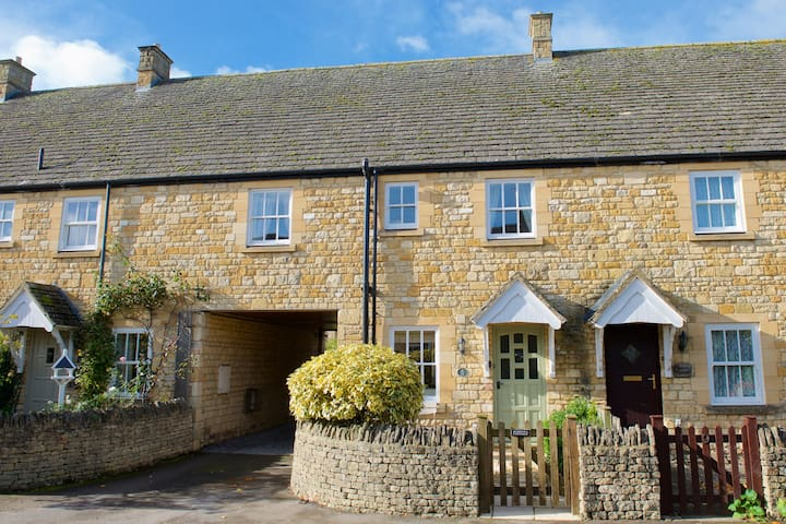 Three bedroomed Cotswold cottage for five.