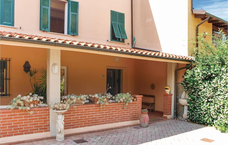Terraced house with 4 bedrooms on 120m² in Camaiore LU