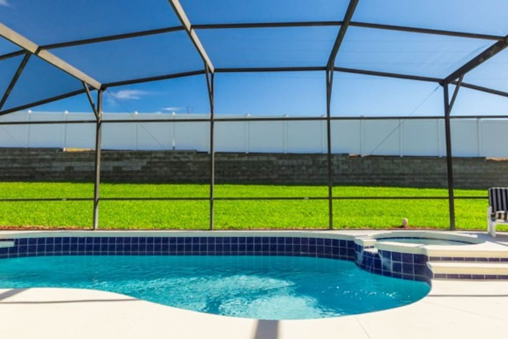 Easily move from the pool to the spa.  Pool heat is  not included in nightly rate.  Please contact for rate.