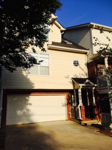 Breathtaking Townhouse Centrally Located In ATL - Atlanta - Townhouse