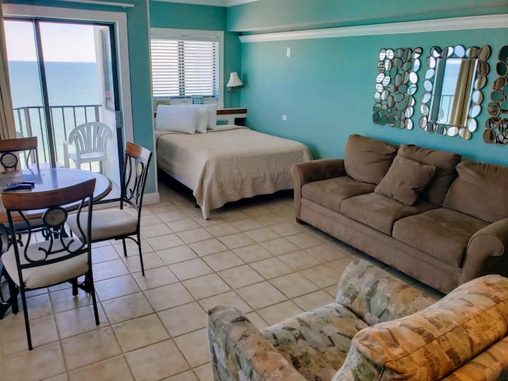 Updated Oceanfront Queen Suite~Palace 1004