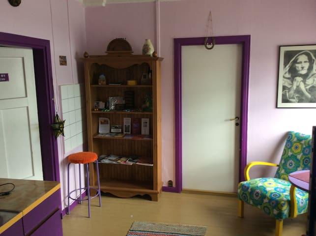 Beautiful purple room with kitchen - Savonlinna - Huis