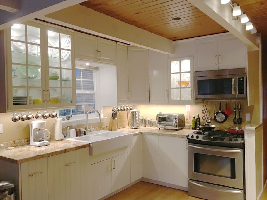 Kitchen equipped with ALL NEW kitchen & Appliances! NEW bamboo floors throughout the downstairs.