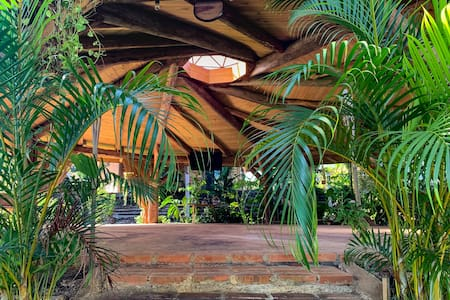 House for 6 people with swimming pool,  near Jaco!
