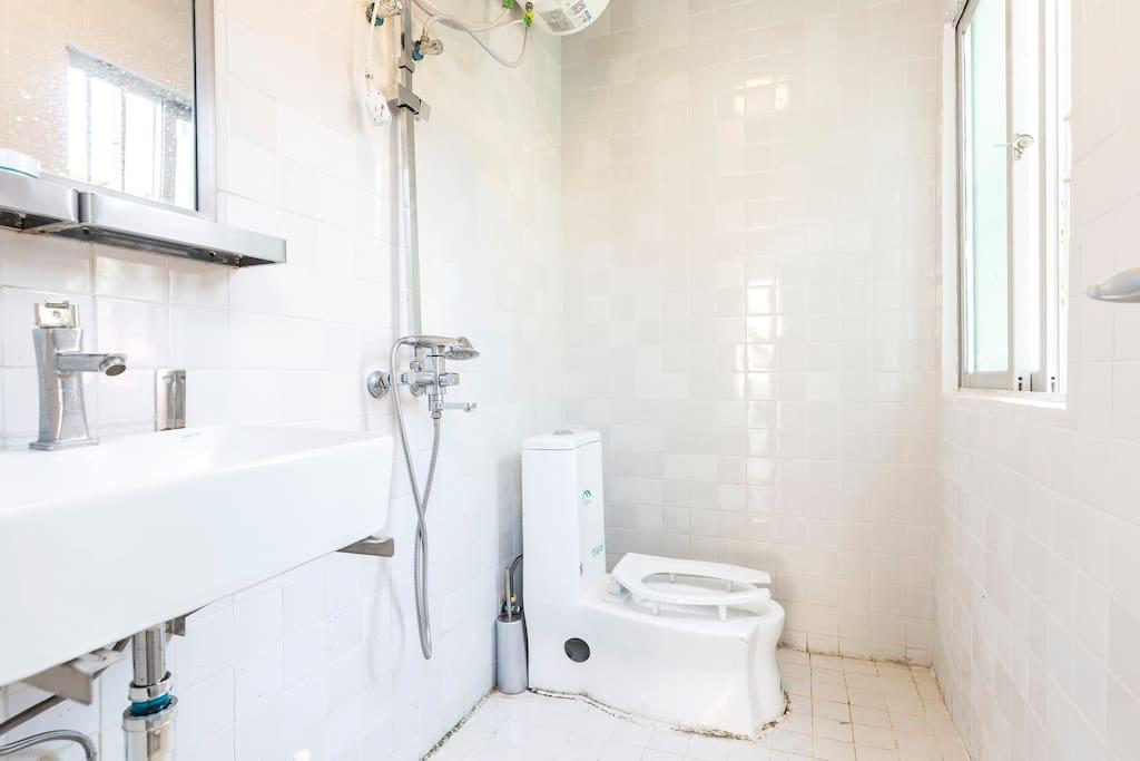 二楼1.5米床双床房洗手间