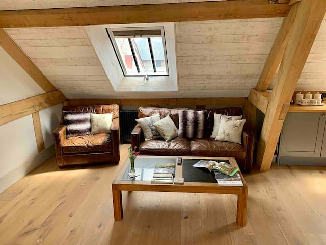 THE TACK ROOM. A cosy rural stay in Herefordshire.