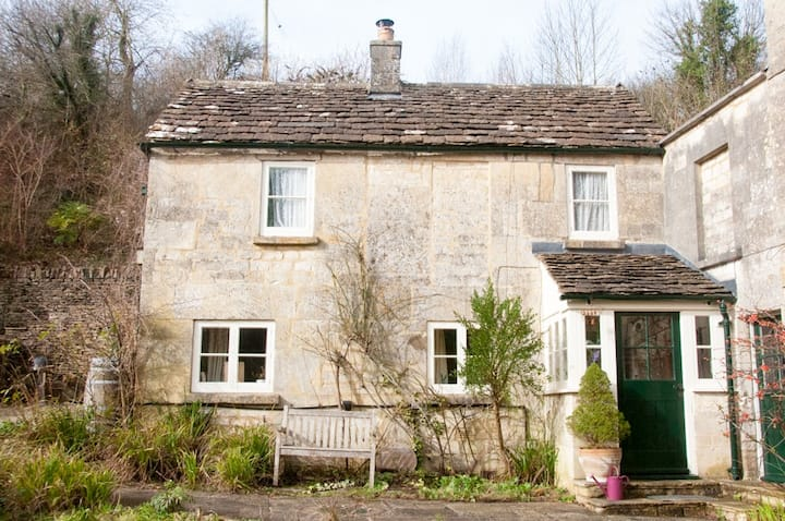 Cosy and quiet cottage nestled in the Cotswolds