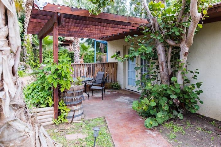 Tropical Casita-Grounds w/Pool &Hot Tub