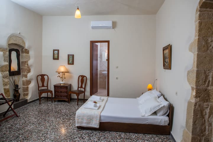 """Gioula""  Vacation Studio #1 - Platanos - Apartament"