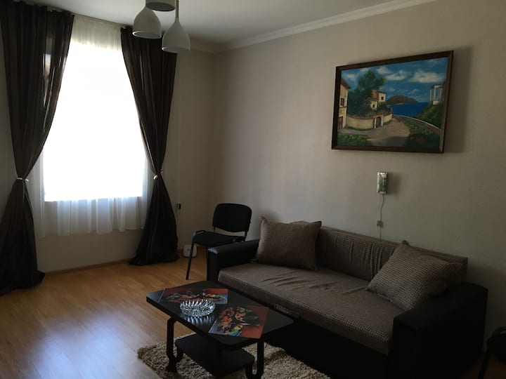 Cozy apartment in old town, near Sameba Cathedral!