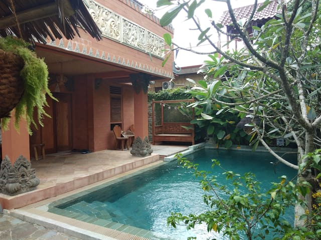 Tradisional Balinese Villa, Private Pool, 5 BR.