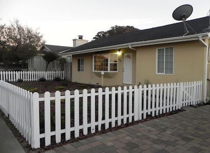 Seaside home minutes from Monterey and Carmel - Seaside - Huis