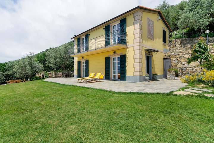 Scenic Holiday Home in Pieve Ligure with Private Garden