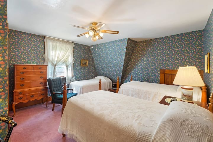 The Peabody Room at Historic Sherman Guest Home
