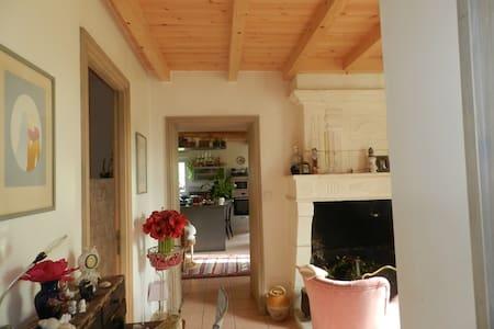 La Maison de Mhélène en campagne saintongeaise - Vibrac - Casa