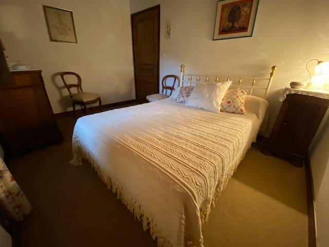 Chambre 2 : 1 lit double