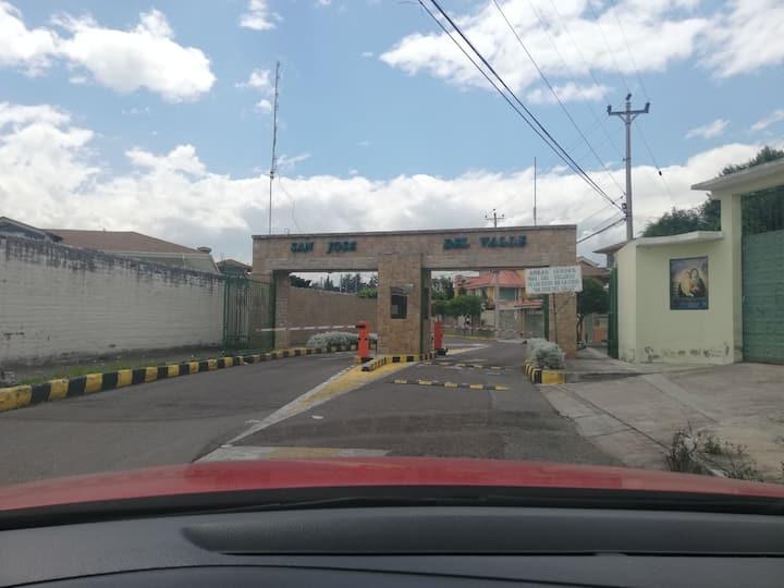 Acogedora casa en Urb San José del Valle