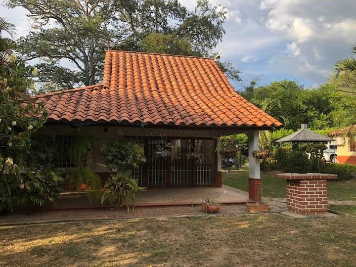 Linda casa de descanso cerca a puente de occidente