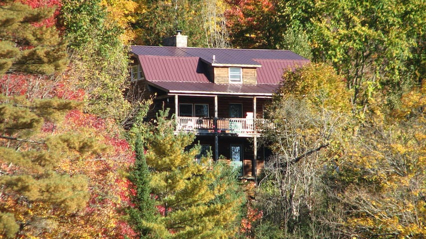 Tranquil Hillside Cabin -Leaf Peepers' Paradise