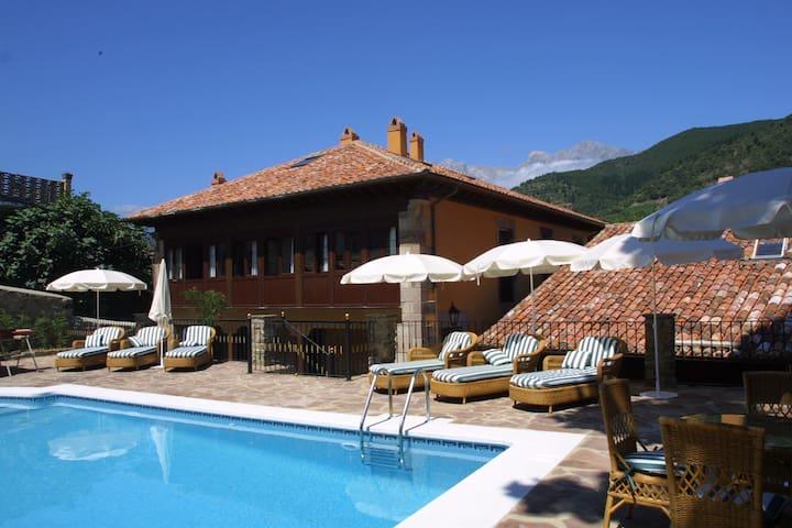 """Aptos """"Villa de Potes"""" en el centro con piscina. - Potes - Apartment"""