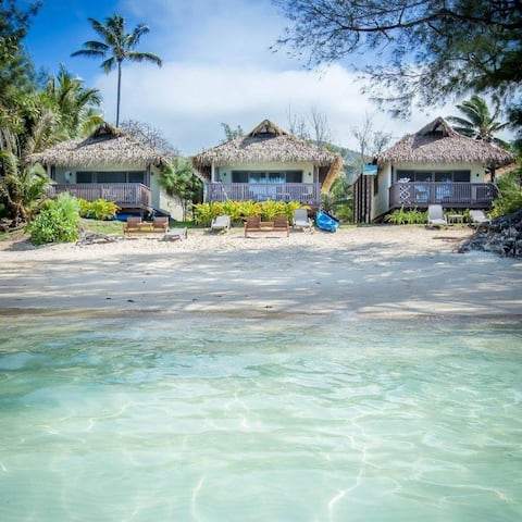 Muri Shores Absolute BEACHFRONT Villa A