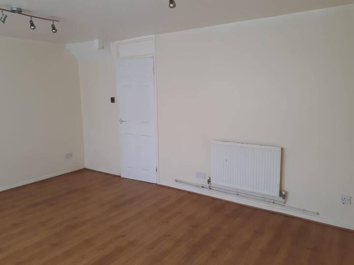 2/3 bedroom maisonette