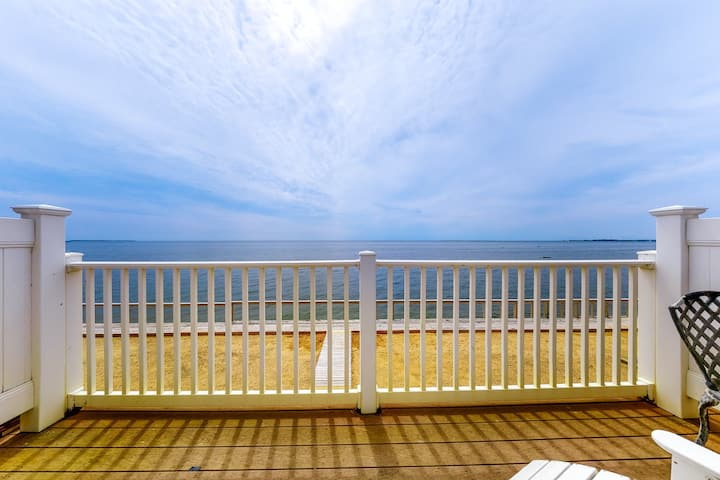 Beautiful bayfront condo - near beaches, lighthouses!