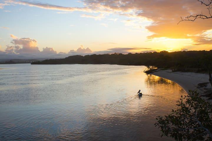 Beachside Retreat - Twin Waters - Flat