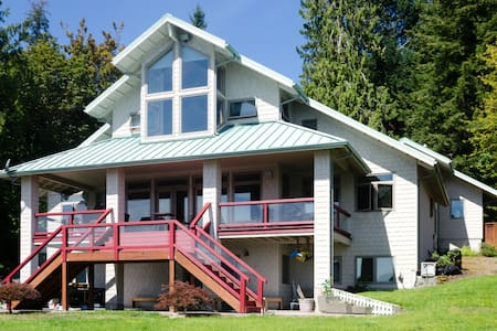 Flagpole: Full House Rental, Hood Canal Waterfront - Lilliwaup
