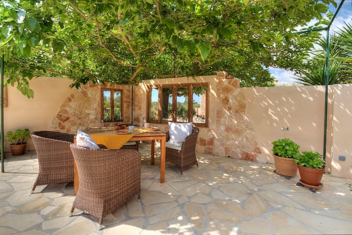 Large cottage with private walled terraces - Llucmajor