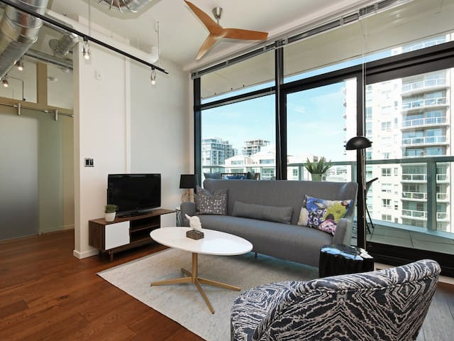 Jukebox Rooftop Retreat-Well Designed Elegance close to Downtown, Gym