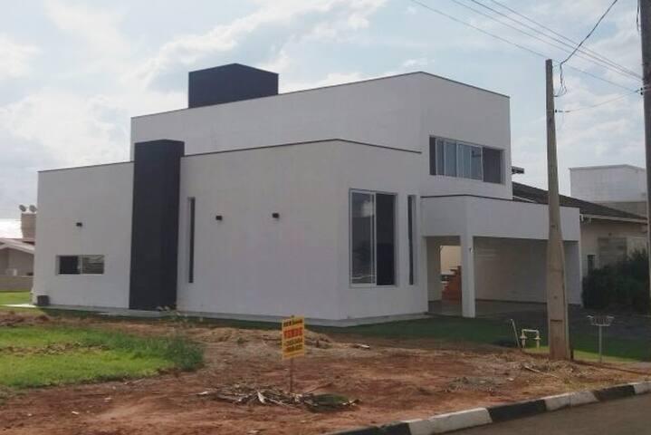Casa Nova 2 andares em Condomínio de Alto Padrão