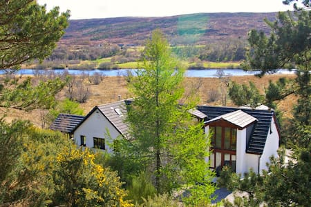 Ceol Mor - Cassley/Oykel - King-size or Twin bedroom with River View, private bathroom - Lairg - Гестхаус