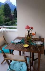 Chambre cosy vue sur la montagne - Grenoble - Bed & Breakfast