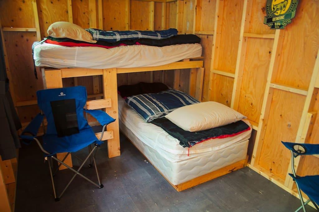 2 single bunks