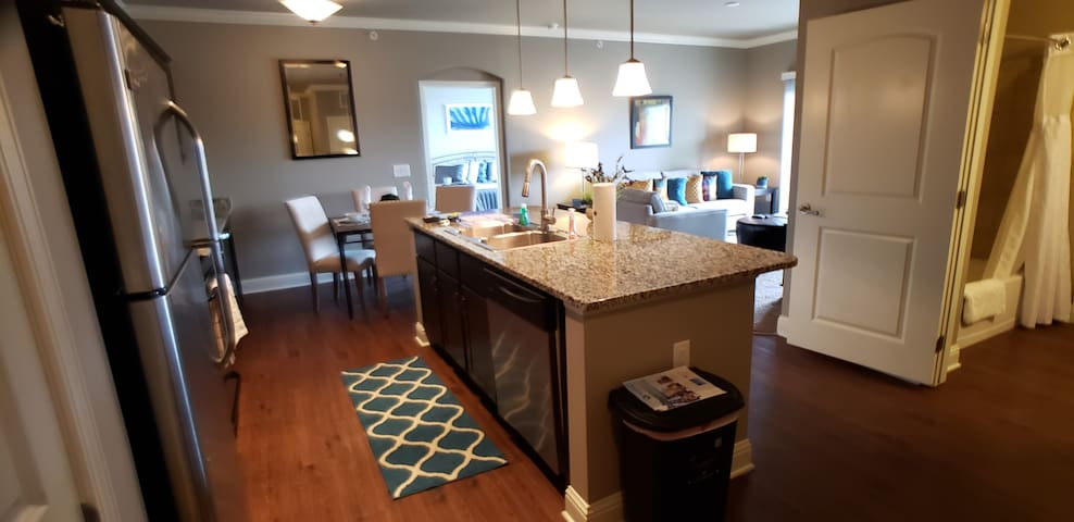 Northside Indy Trendy 1 bed PLUS office!