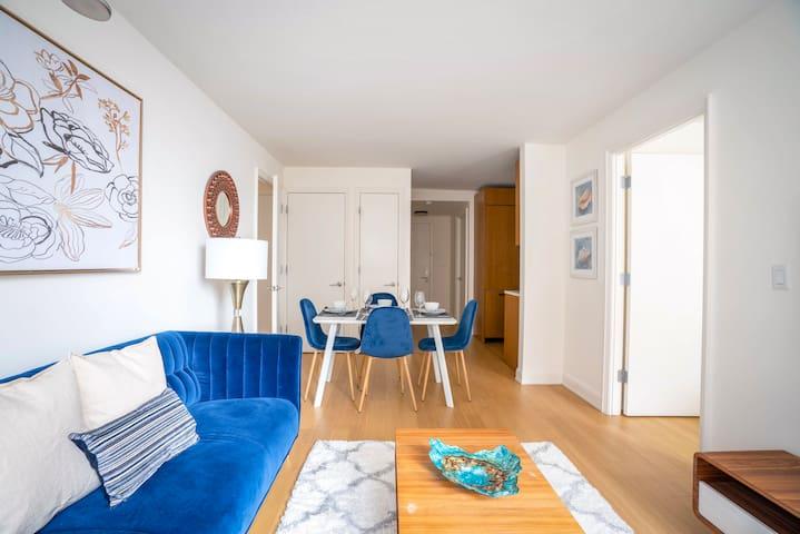 Midtown 2 bedroom (The Blue Emerald)