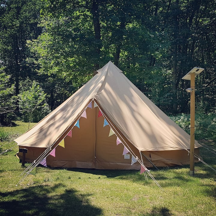 Glamping 6m bell tent on beautiful 3 star campsite