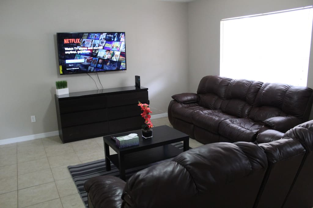 Living room/Entertainment Area