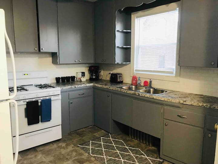 Spacious 1 BR Walking distance to UNMC! (#6)